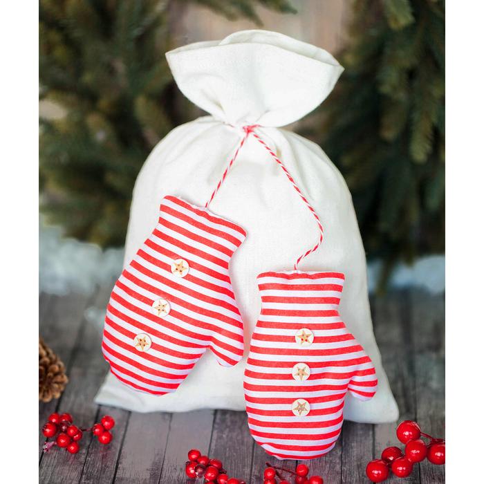 Мешки для подарков «Варежки», набор для шитья, 16,3 × 10,7 × 2,5 см - фото 692044