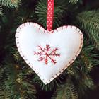 """Новогодняя ёлочная игрушка, Набор для создания подвески из фетра """"Сердечко со снежинкой"""""""