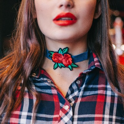 Choker rose jeans, the Duo of colors color red green blue