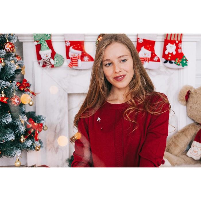 """Булавка """"Снежинка с бусиной"""" рождественская, 7,4 см, цвет белый в серебре - фото 234155722"""