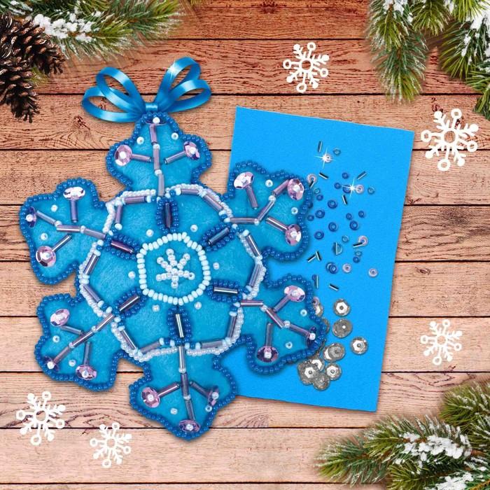 """Новогодняя ёлочная игрушка, Набор для создания подвески из фетра с вышивкой бисером """"Снежинка"""""""