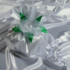 Сумочка невесты атласная, белая с зелеными листьями