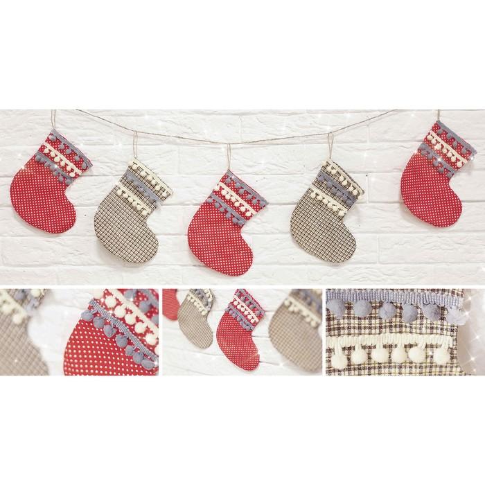Гирлянда новогодняя мягкая «Носочки с подарками», набор для шитья, 10,7 × 16,3 × 5 см - фото 692232