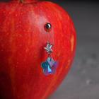 """Пирсинг в пупок """"Банан"""" василек с цирконом, цвет бело-голубой в серебре"""