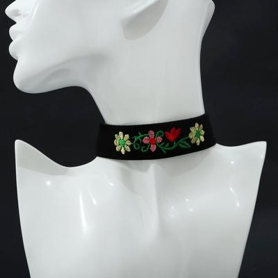 Choker rose embroidery, the flowers in the bouquet, color