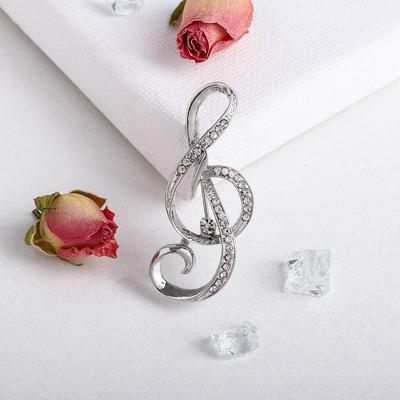 """Брошь """"Скрипичный ключ"""" цвет белый в серебре"""