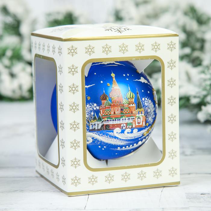 Новогодний шарик у кремля фото