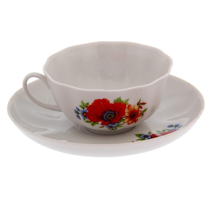 Букет цвета и чайная пара красного цвета, букет цветов недорого