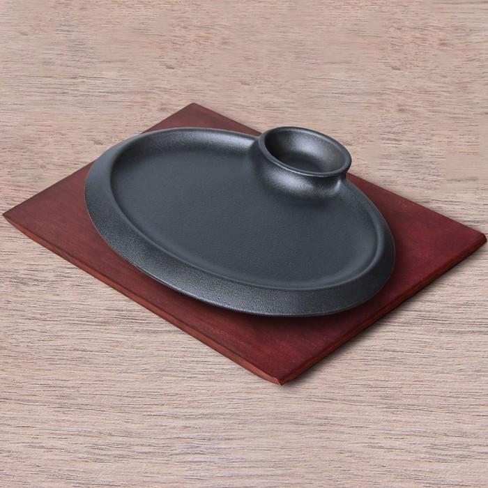 """Сковорода """"Овал"""", с соусником, на деревянной подставке"""