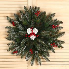 """Рождественская снежинка """"Мечта"""" с шишками и ягодами заснеженная 60 см., 111 веток"""