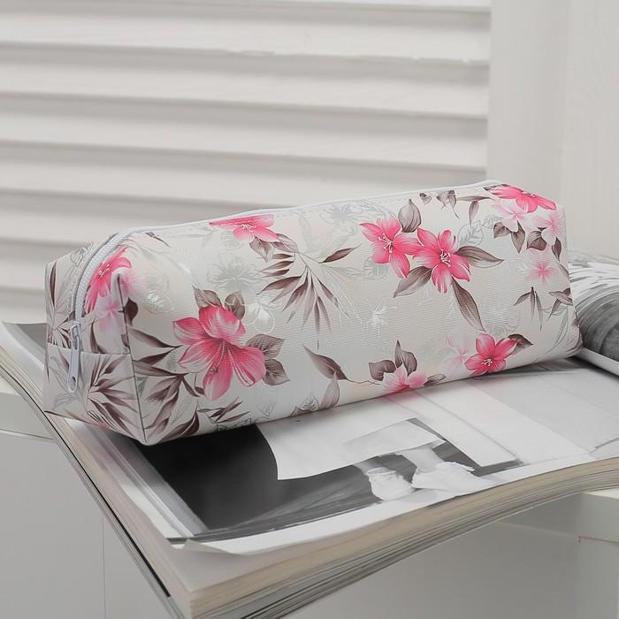 Косметичка-футляр «Цветы», отдел на молнии, цвет молочный