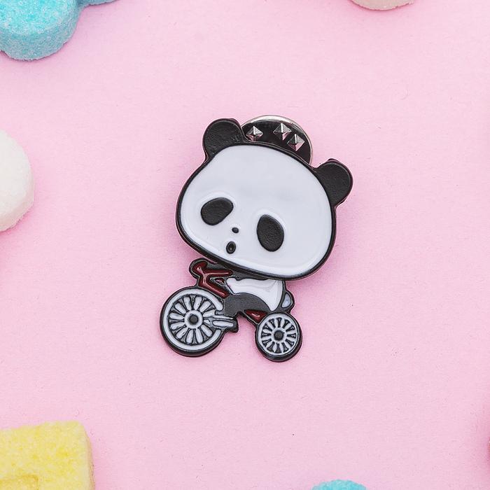 """Значок """"Панда на велосипеде"""", цвет черно-белый"""