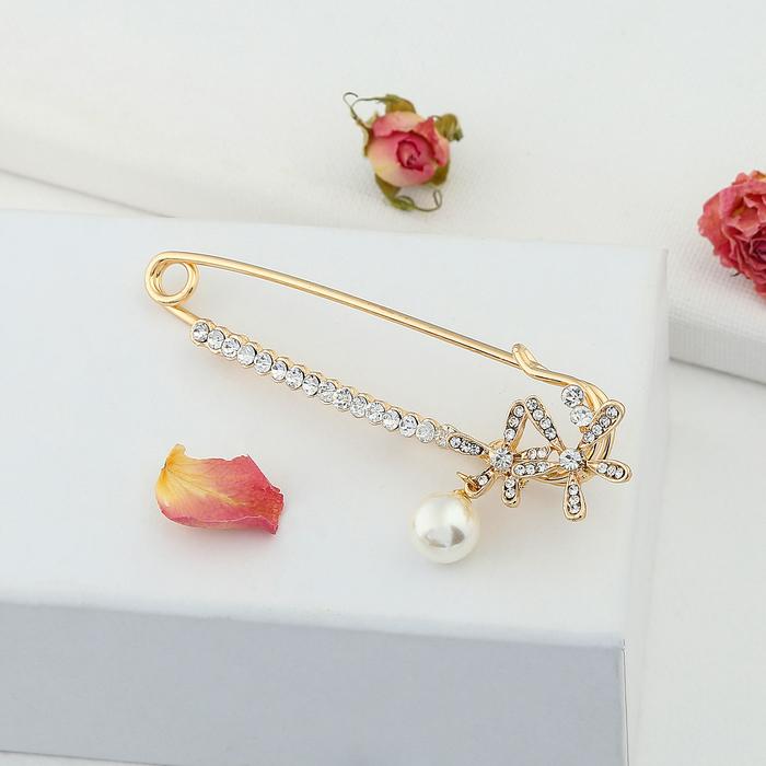"""Булавка """"Цветочки с жемчужиной"""", 7 см, цвет белый в золоте"""