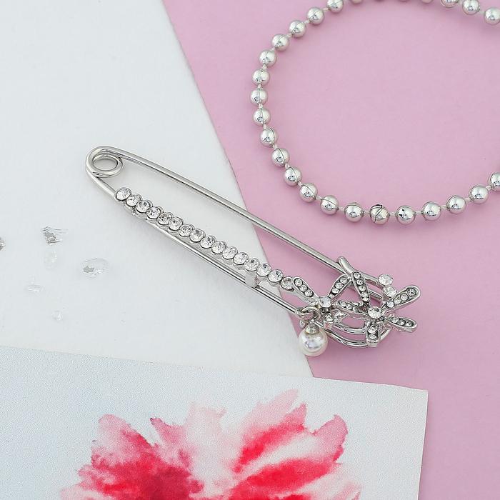 """Булавка """"Цветочки с жемчужиной"""", 7 см, цвет белый в серебре"""