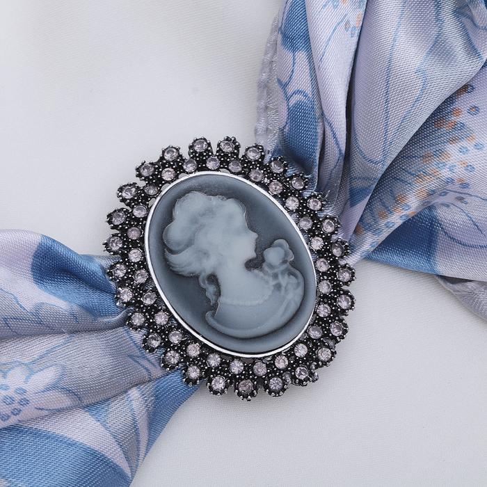 """Зажим для платка """"Камея"""" в стразах, цвет серый в черненом серебре - фото 240534664"""
