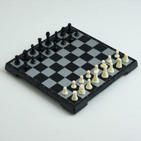"Игра настольная магнитная ""Шахматы"", фигуры чёрно-белые, 19.5х19.5 см"