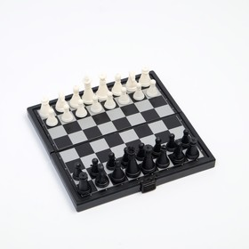 "Игра настольная магнитная ""Шахматы"", пластик, чёрно-белые, 13х13 см"