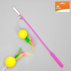 Дразнилка-удочка с легким шариком и перьями, длина ручки 36,5 см, микс цветов