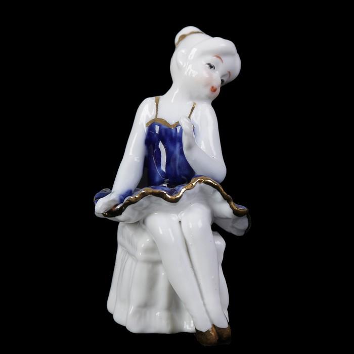 "Сувенир керамика под фарфор ""Маленькая балеринка на пуфе"" кобальт 8х5х5 см"