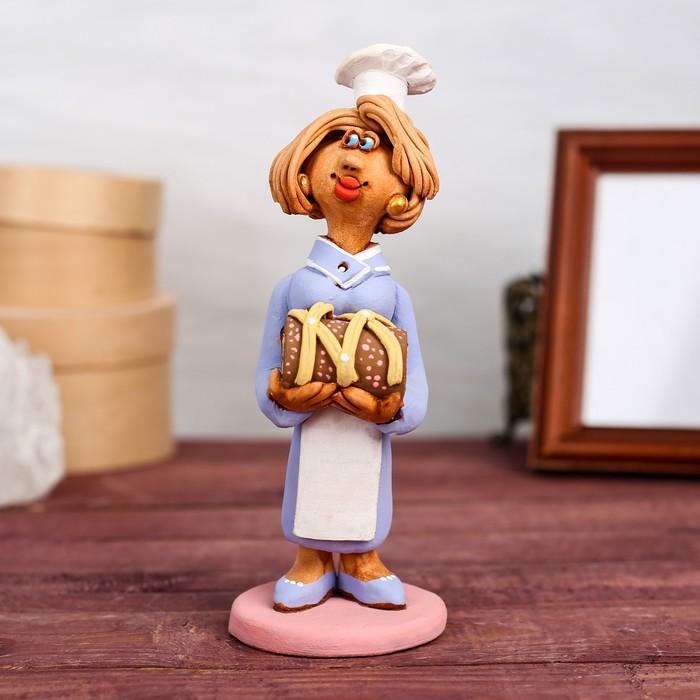 """Статуэтка """"Кондитер с тортом"""", женщина, микс, ручная работа"""