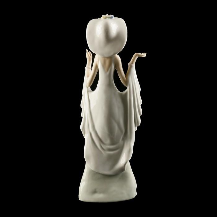 Сувенир «Девушка», 13×7×36 см, фарфор