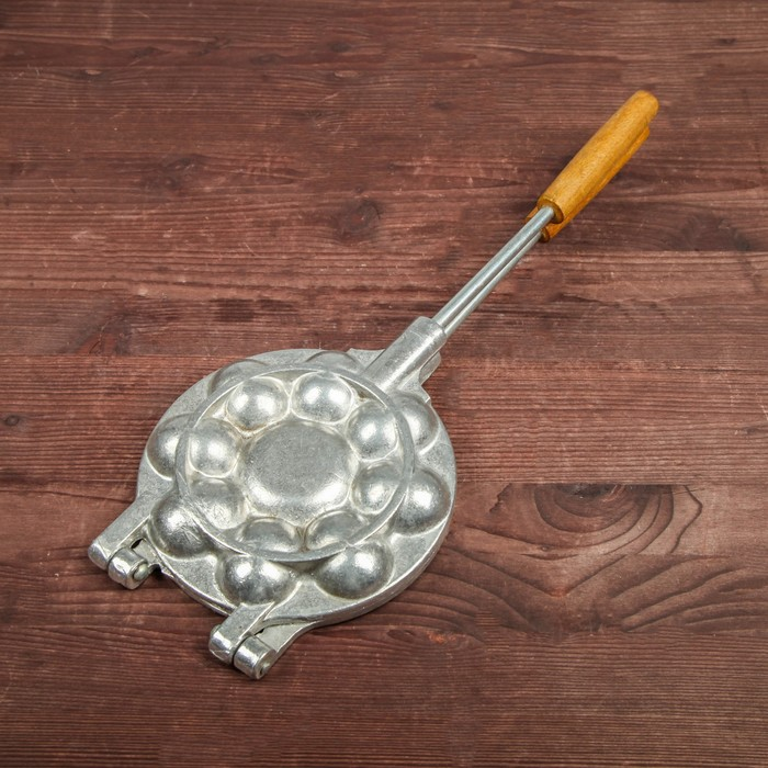 Форма для выпечки печенья «8 орешков», с деревянной ручкой