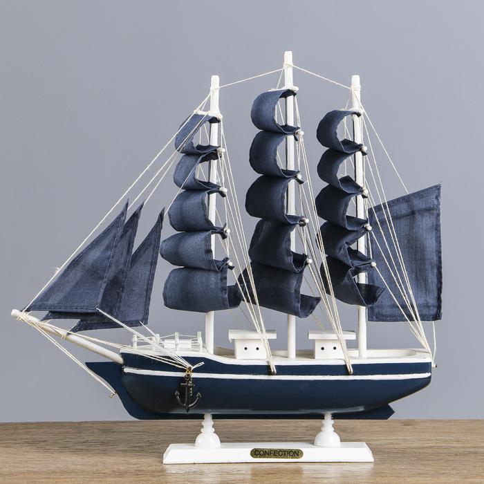 Корабль сувенирный средний «Калева», борта синие с голубой полосой, паруса синие, 30х7х32 см