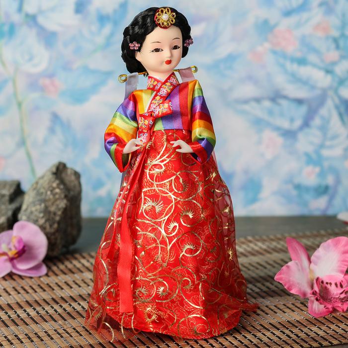 """Кукла коллекционная """"Маленькая девочка в национальном в платье с красн.юбкой"""" 23х9,5х9,5 см"""