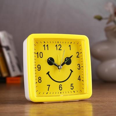 "Будильник ""Смайл"", квадратный, желтый, 11х11 см микс"