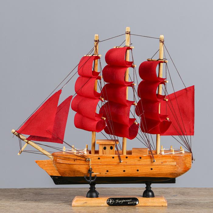Корабль сувенирный малый «Дакия», борта светлое дерево, паруса алые, 5×23×22 см