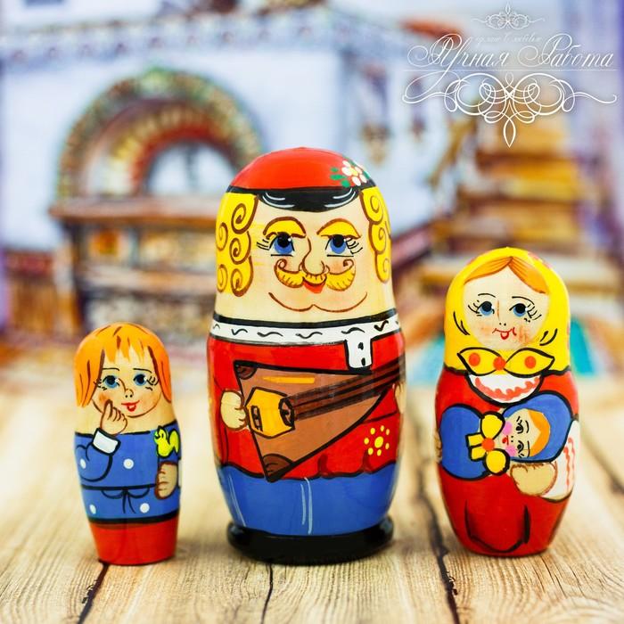Матрёшка 3-х кукольная «Русская семья», 11 см