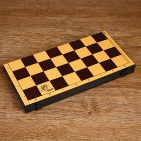 Доска  шахматная пластик (30х30см, высота 3 см)