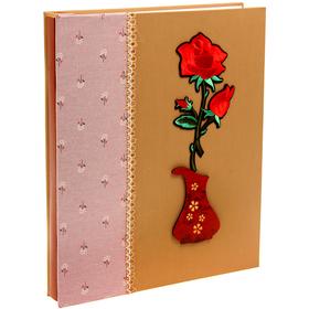 """Фотоальбом на 100 фото 13х18 см """"Букет роз в вазе"""" текстиль 34х28х4,8 см"""