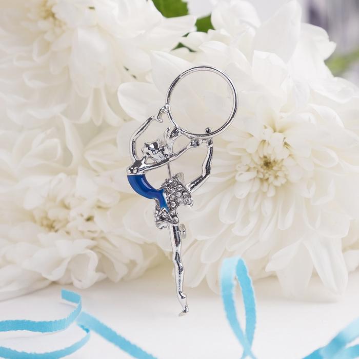 """Брошь """"Гимнастка"""" с хулахупом, цвет сине-белый в серебре"""
