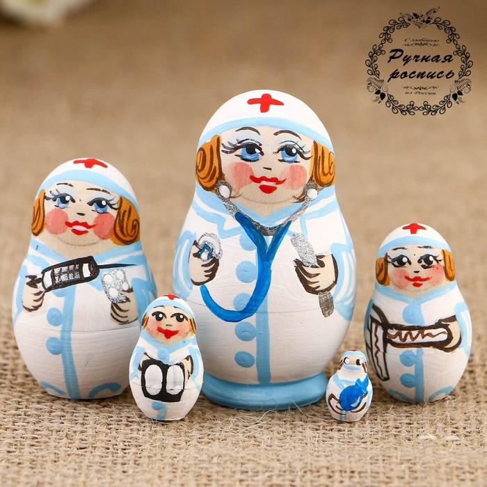 Матрёшка «Доктор», белый платок, 5 кукольная,