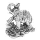 """Нэцкэ полистоун серебро """"Слон на монетах"""" 9х8х4,5 см"""