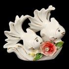 """Сувенир """"Две белых рыбки с розой"""" страза 11х10,5х6 см"""