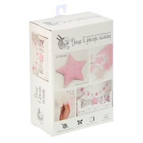 Декор в детскую комнату: подушка и гирлянда «Жизнь в розовом цвете», набор для вязания