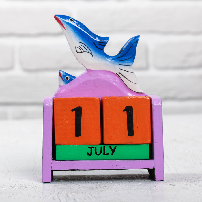 "Деревянный календарь ""Дельфины"" 10х5х13 см"