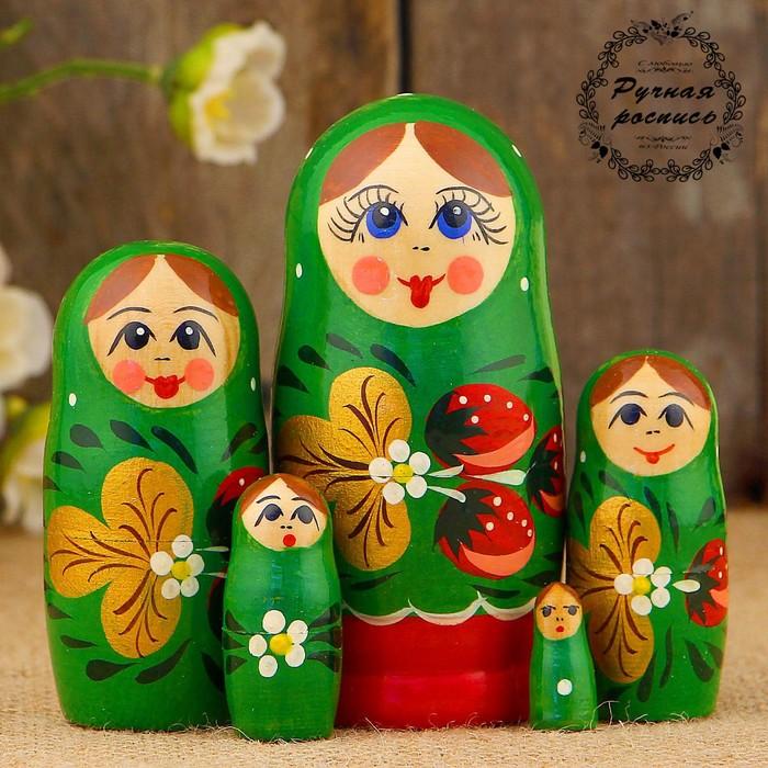 Матрёшка «Земляничка», зелёный платок, 5 кукольная, 10 см