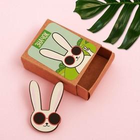 Значок в коробочке «Заяц»
