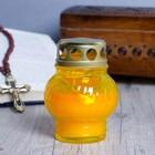 Свеча парафиновая поминальная в стеклянном подсвечнике желтом