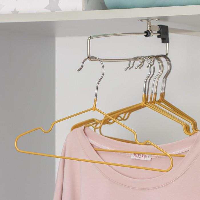 Вешалка-плечики для одежды детская с антискользящим покрытием, размер 30-34, цвет бронзовый - фото 8443575