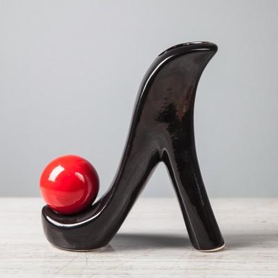 """Ваза """"Туфелька"""" чёрная с красным шаром"""