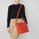 Сумка женская, отдел на молнии, 2 наружных кармана, регулируемый ремень, цвет красный