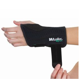 Фиксатор запястья левый MUELLER 86272ML GREEN FITTED WRIST BRACE LEFT S/M