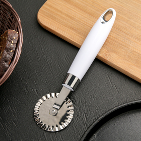 "A pizza cutter and dough ""Skin"" ribbed, color: white"