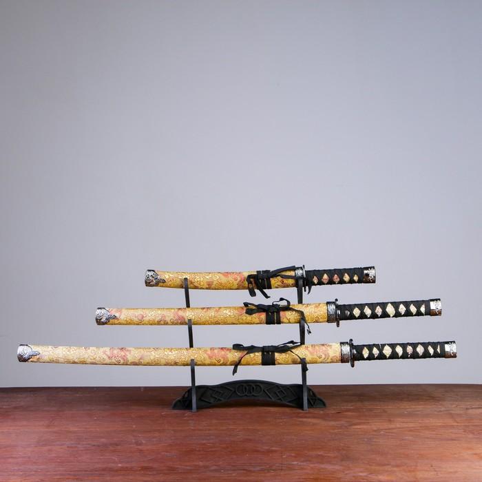 Сув. изделие катаны 3в1 на подставке, ножны ткань, драконы золото на бежевом 47/70/89см - фото 8875655