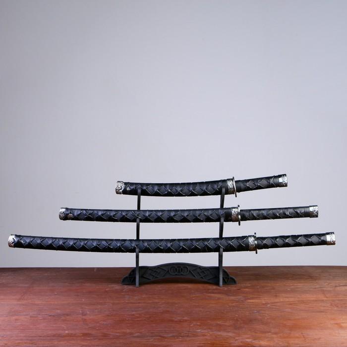 Сувенирное оружие «Катаны на подставке», чёрные ножны, дизайн под плетение