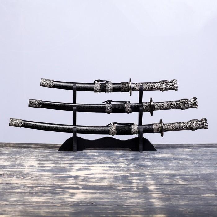 Сувенирное оружие «Катаны на подставке», чёрные ножны, на рукоятке — голова дракона